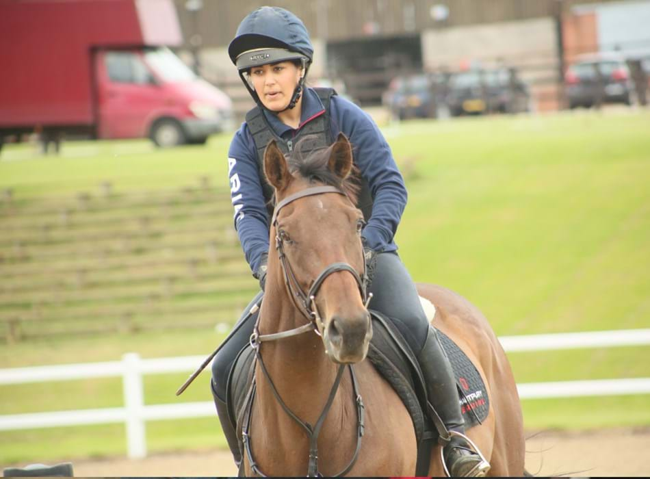 Hartpury_student_on_bay_horse_in_Hartpury_arena